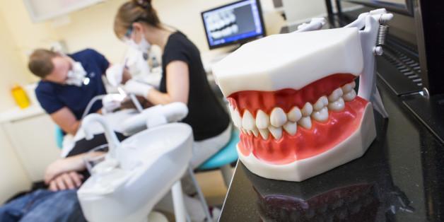 In Hamburg starb ein 18-Jähriger beim Zahnarzt.