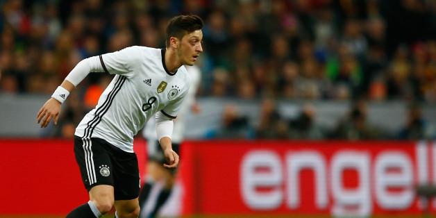 Mesut Özil gönnt sich auch im Training einen Döner