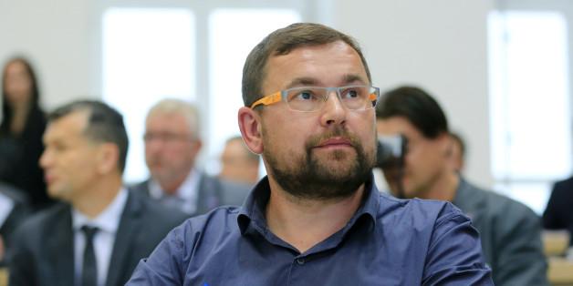 Der AfD-Abgeordnete Volker Olenicak sitzt am 01.06.2016 im Plenarsaal vom Landtag in Magdeburg (Sachsen-Anhalt)