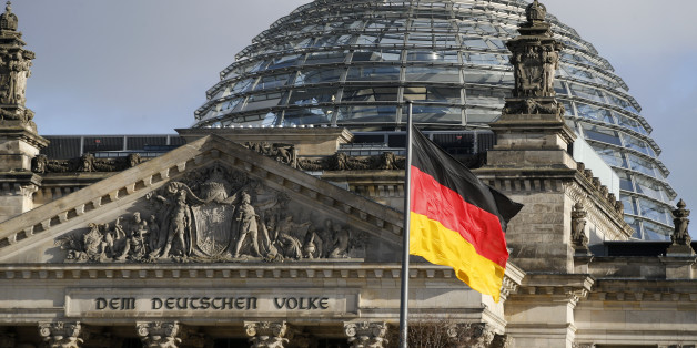 The Reichstag building, the seat of the lower house of parliament Bundestag is pictured in Berlin, Germany, January 28, 2016. REUTERS/Fabrizio Bensch