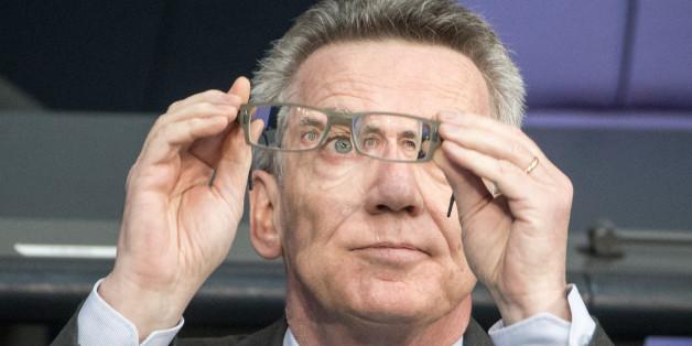 Knick in der Optik: Thomas de Maizière wird vorgeworfen, manch innenpolitische Themen verzerrt zu sehen.