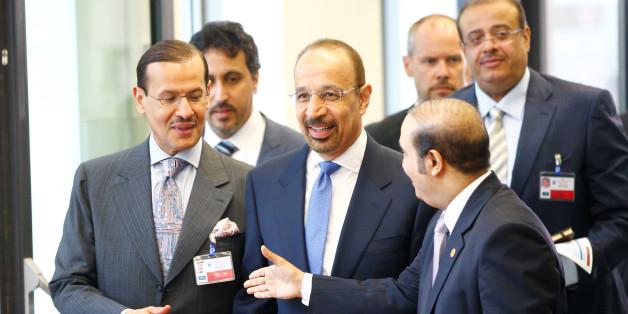 Saudi Arabia's Energy Minister Khalid al-Falih (C) arrives for a meeting of OPEC oil ministers in Vienna, Austria, June 2, 2016.   REUTERS/Leonhard Foeger