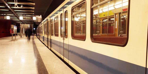 U-Bahn-Kontrolle: Trotz Ticket und Stempel soll ein Flüchtling aus Syrien Bußgeld zahlen