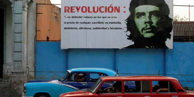 "A mural with an image of Revolutionary fighter Ernesto ""Che"" Guevara is seen on a street in Havana May 18, 2016. REUTERS/Enrique de la Osa"
