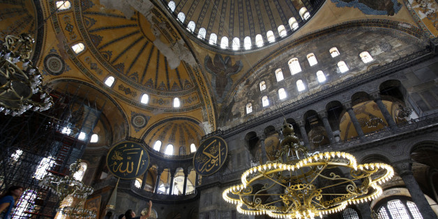 Tourists visit the Hagia Sophia museum in Istanbul September 17, 2010. About 250 Greek Orthodox Christians who intended to hold mass at the former basilica of Hagia Sophia have abandoned their visit to Turkey, state-run Anatolian news agency said on Friday. A mass at the former cathedral would have defied Turkish law that bars religious services in what is now a museum. REUTERS/Murad Sezer (TURKEY - Tags: POLITICS RELIGION TRAVEL)