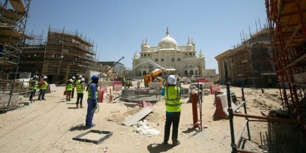 La construction dans un grand parc à thèmes à Dubaï, le 30 mai 2016