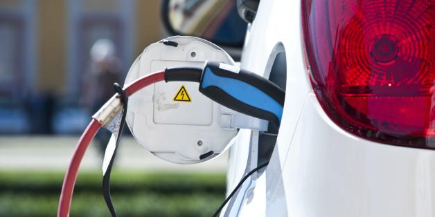 Der Tankstutzen eines Elektroautos