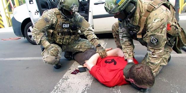 """Le mystère s'épaissit autour du """"terroriste"""" Français arrêté en Ukraine avec armes et explosifs"""