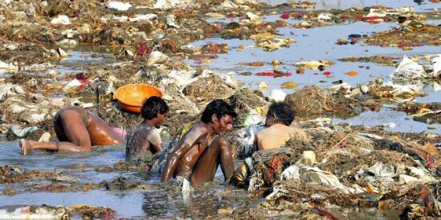 Verseucht, giftig und trotzdem beliebt: Indien verkauft Ganges-Wasser