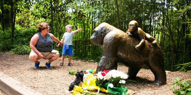 A mother and her child visit a bronze statue of a gorilla outside the Cincinnati Zoo's Gorilla World exhibit, two days after a boy tumbled into its moat and officials were forced to kill Harambe, a Western lowland gorilla, in Cincinnati, Ohio, U.S. May 30, 2016.  REUTERS/William Philpott
