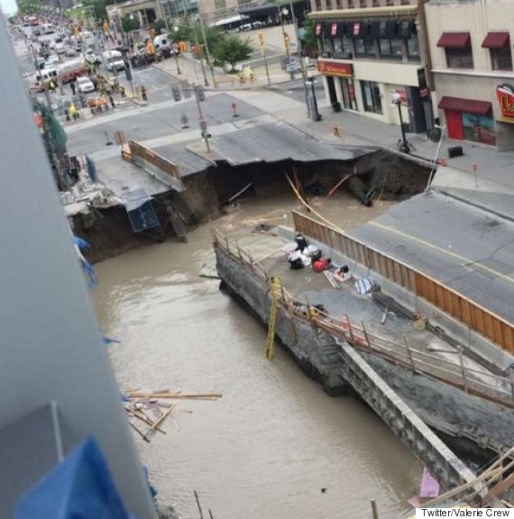 Ottawa Sinkhole Opens Up On Rideau Street In Heart Of Downtown ...