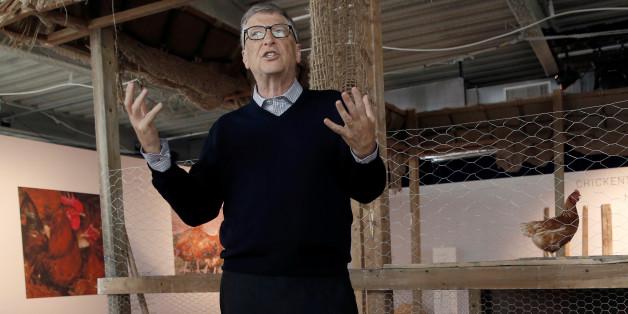 Bill Gates mit den Hühnern