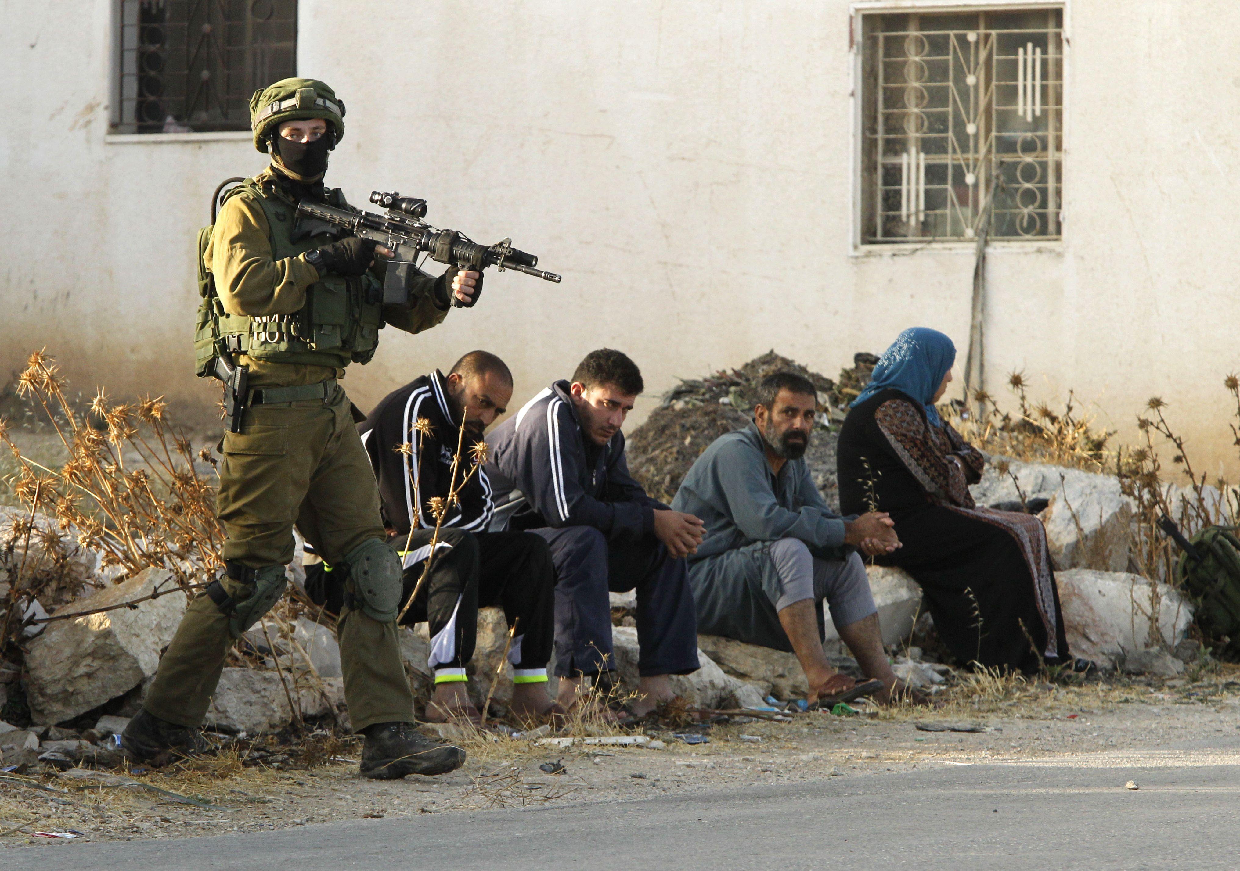 イスラエル銃乱射事件、軍が「報...