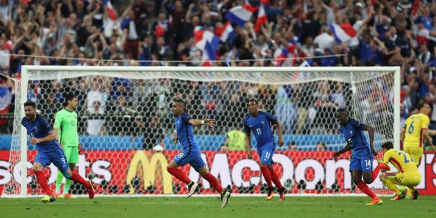 Football Soccer - France v Romania - EURO 2016 - Group A - Stade? de France, Saint-Denis near Paris, France - 10/6/16France's Dimitri Payet celebrates after scoring their second goal with team matesREUTERS/Lee SmithLivepic
