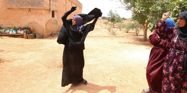 Bei Manbidsch: Frauen feiern die Befreiung vom IS.