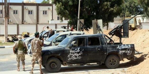Les forces gouvernementales libyennes prennent position à Syrte, le 11 juin 2016 pour combattre les jihadistes de l'EI