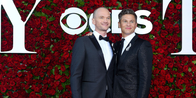 NEW YORK, NY - JUNE 12:  Neil Patrick Harris (L) and David Burtka attend the 70th Annual Tony Awards at The Beacon Theatre on June 12, 2016 in New York City.  (Photo by Ben Gabbe/Getty Images)
