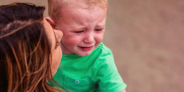 Eine Fremde maßregelt ihren Sohn. So radikal reagiert die Mutter (Symbolbild)