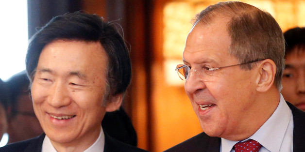 Russian Foreign Minister Sergei Lavrov (R) and his South Korean counterpart Yun Byung-se enter a hall during a meeting in Moscow, Russia, June 13, 2016.  REUTERS/Maxim Zmeyev