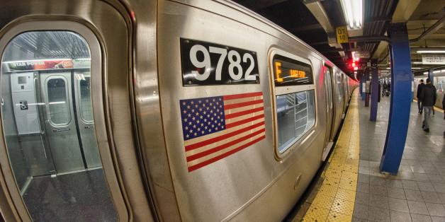"""""""Geht zurück wo ihr hergekommen seid"""": Mann beschimpft muslimische Frauen in New Yorker U-Bahn"""