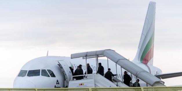 Eine Abschiebung auf dem Frankfurter Flughafen - jetzt wurde die Thematik im Bundesrat verschoben