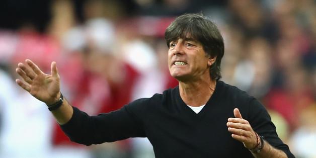 Bundestrainer Jögi Löw beim Spiel gegen Polen