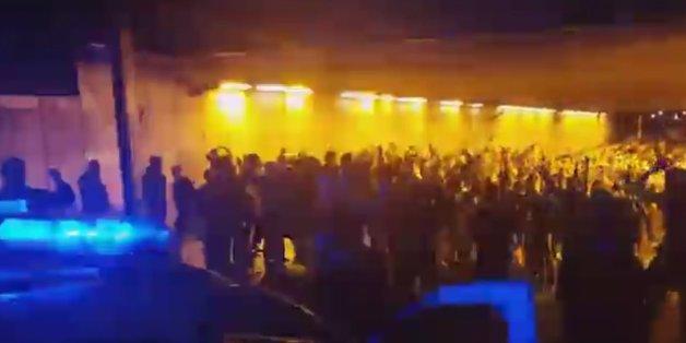 Vor dem Spiel gegen Belgien: Irische Fans begrüßen die Polizei mit Gesängen