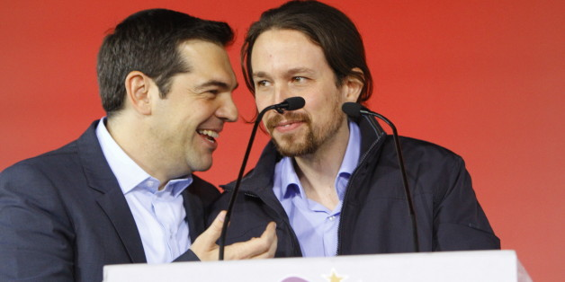 OMONIA SQUARE, ATHENS, ATTICA, GREECE - 2015/01/22: Alexis Tsipras (left), the leader of SYRIZA and the most promising candidate to be the next Prime Minister of Greece, talks with Pablo Iglesias Turrión (right), the leader of the Spanish Podemos party.SYRIZA (Coalition of the Radical Left), the leading party in the opinion polls, held their final election rally in Athens. (Photo by Michael Debets/Pacific Press/LightRocket via Getty Images)