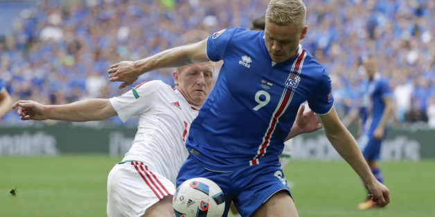 Hungary's Laszlo Kleinheisler, left, challenges Iceland's Kolbeinn Sigthorsson during the Euro 2016 Group F soccer match between Iceland and Hungary at the Velodrome stadium in Marseille, France, Saturday, June 18, 2016. (AP Photo/Ariel Schalit)
