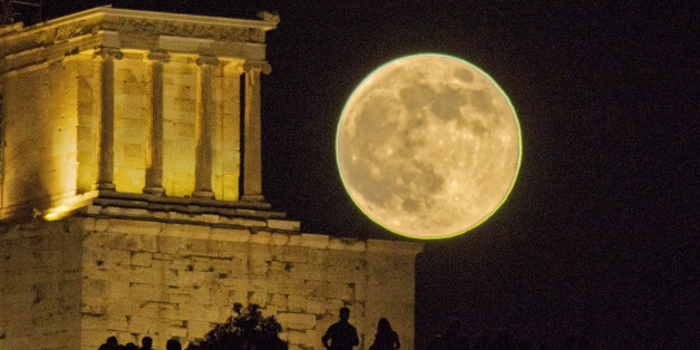[UNVERIFIED CONTENT] This is the full moon in June 2013 or the 2013 Supermoon, as it rises next to the Apteros (Wingless) Nike temple, on the Acropolis of Athens.