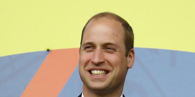 Prinz William wirkte mit Krawatte und Anzug als Fußball-Fan doch etwas steif