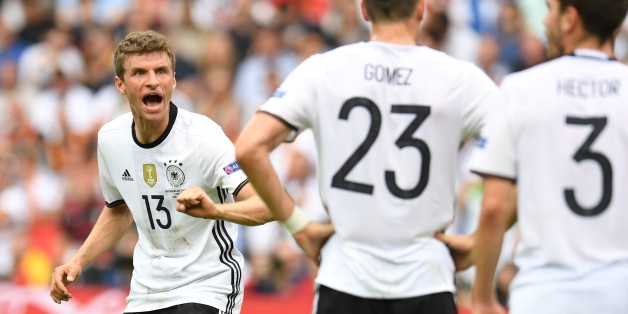 Germany's midfielder Thomas Mueller (L) reacts towards team mates during the Euro 2016 group C football match between Northern Ireland and Germany at the Parc des Princes stadium in Paris on June 21, 2016. / AFP / PATRIK STOLLARZ        (Photo credit should read PATRIK STOLLARZ/AFP/Getty Images)