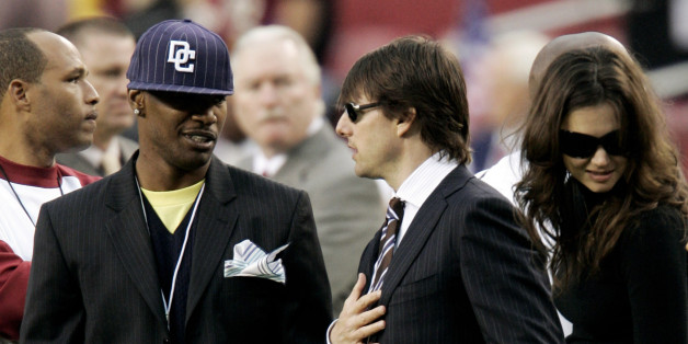 Actors Jamie Foxx (L), Tom Cruise (C) and Katie Holmes talk on the Washington Redskins sidelines before the Monday Night Football game against the Minnesota Vikings in Landover, Maryland September 11, 2006.     REUTERS/Gary Cameron  (UNITED STATES)