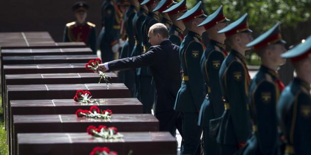 Putin legt in Russland Blumen nieder - in Erinnerung an die Opfer des Nazi-Angriffs auf die Sowjetunion 1941