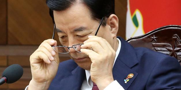 한민구 국방부 장관이 23일 오전 서울 용산구 국방부 대회의실에서 열린 전군 주요지휘관회의에서 안경을 쓰고 있다.