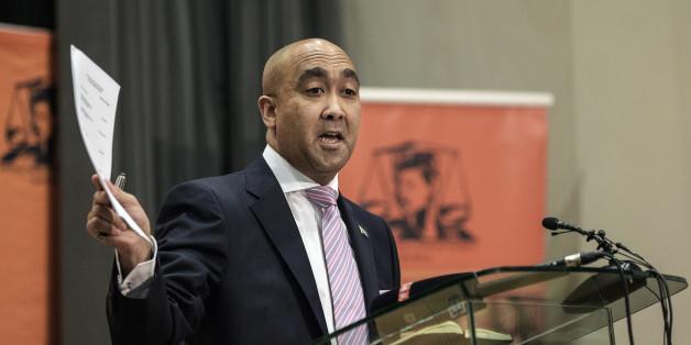 Le magistrat chargé des poursuites, Shaun Abrahams, lors d'une conférence de presse le 23 mai 2016