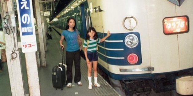 Chino Otsuka und ihr jüngeres Ich.