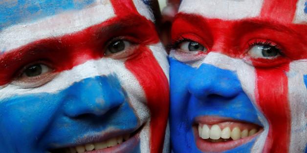 Zwei isländische Fans vor dem Spiel gegen England