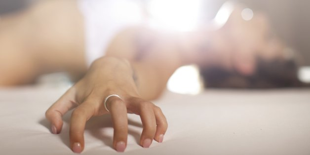 Mit der Sexstellung Chinesische Schlittenfahrt schenkt der Mann ihr einen entspannten Orgasmus