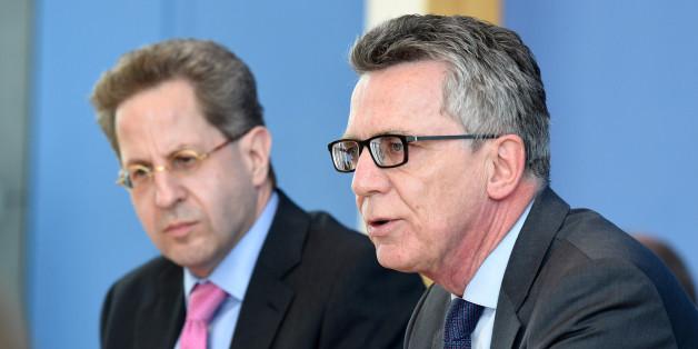Bundesinnenminister Thomas de Maizière und der Präsident des Bundeamtes für Verfassungsschutz (BfV), Hans-Georg Maaßen