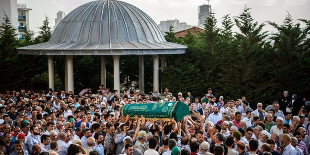 People carry the coffin of suicide attack victim Mohammad Eymen Demirci on June 29, 2016 in Istanbul during his funeral a day after a suicide bombing and gun attack targeted Istanbul's Ataturk airport, killing 41 people. Turkey pointed the finger of blame at Islamic State jihadists on June 29 after suicide bombers armed with automatic rifles attacked Istanbul's main international airport, killing 41 people, including foreigners. / AFP / OZAN KOSE        (Photo credit should read OZAN KOSE/AFP/Ge