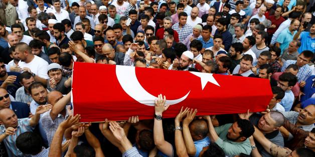 Obsèques le 30 juin 2016 à Istanbul de l''une victime des attentats de l'aéroport