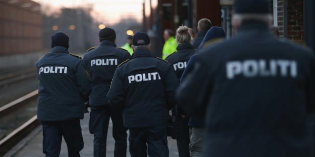 """Umstrittenes """"Schmuckgesetz"""": Dänische Polizei nimmt Asylbewerbern erstmals Geld ab"""