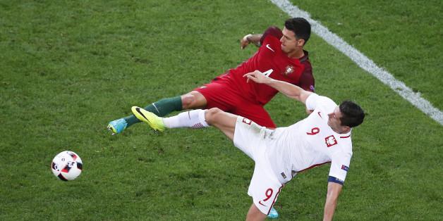 Football Soccer - Poland v Portugal - EURO 2016 - Quarter Final - Stade Velodrome, Marseille, France - 30/6/16 - Portugal's Jose Fonte and Poland's Robert Lewandowski in action.    REUTERS/Eric Gaillard