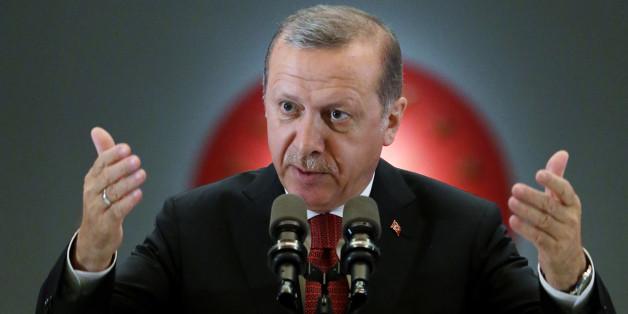 Neue Klage: Erdogan will Böhmermann-Gedicht komplett verbieten lassen