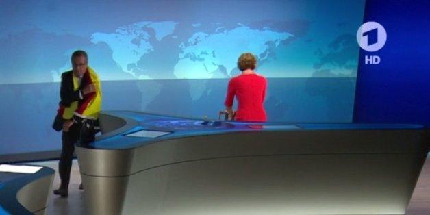 """""""Ich zieh mal meine Schuhe aus"""": Diese Szene spielte sich während des Italien-Spiels im ARD-Studio ab"""