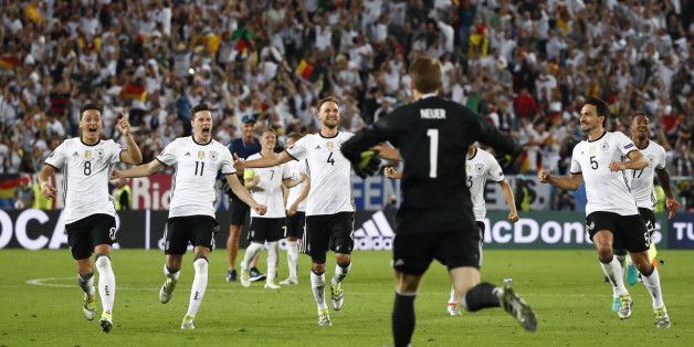Football Soccer - Germany v Italy - EURO 2016 - Quarter Final - Stade de Bordeaux, Bordeaux, France - 2/7/16Germany players celebrate winning the penalty shootoutREUTERS/Christian HartmannLivepic