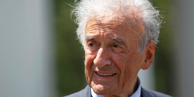 Writer, Nobel Laureate and holocaust survivor Elie Wiesel speaks to the media outside the West Wing of the White House in Washington, May 4, 2010, following a private lunch with U.S. President Barack Obama.      REUTERS/Jason Reed/File Photo