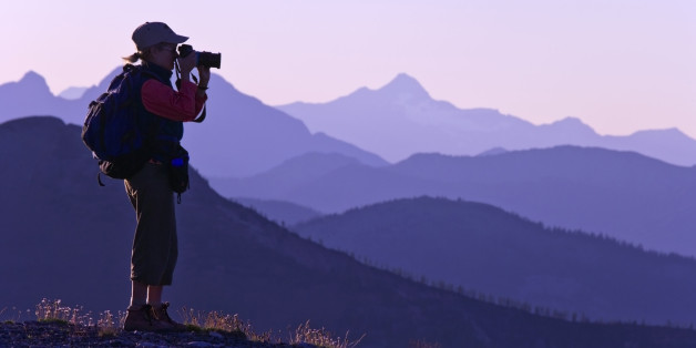 USA, Washington State, Okanogan National Forest, Pasayten Wilderness, Slate Peak, Woman taking picture with camera