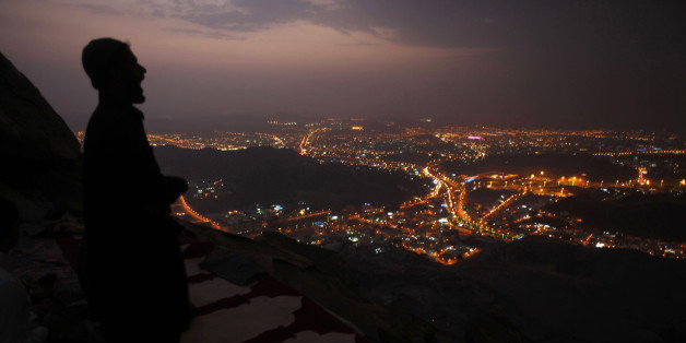 A Muslim pilgrim prays atop Mount Thor in the holy city of Mecca ahead of the annual haj pilgrimage October 11, 2013. Mount Thor marks the start of the journey of the Prophet Mohammad and his companion Abu Bakr Al-Sadeeq from Mecca to Medina. It houses Thor cave where Prophet Mohammed is believed hid from the people of Quraish before his Hijra (migration) to Medina.  REUTERS/Ibraheem Abu Mustafa (SAUDI ARABIA - Tags: RELIGION)